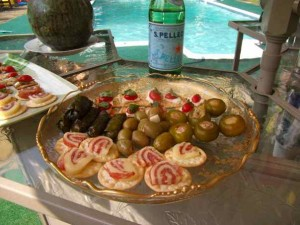 When it's hot and you don't feel like cooking, try these poolside.