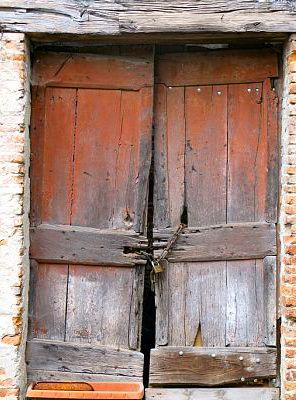 This ancient door is located in the walled city of Barga, not too far from Lucca and Florence.