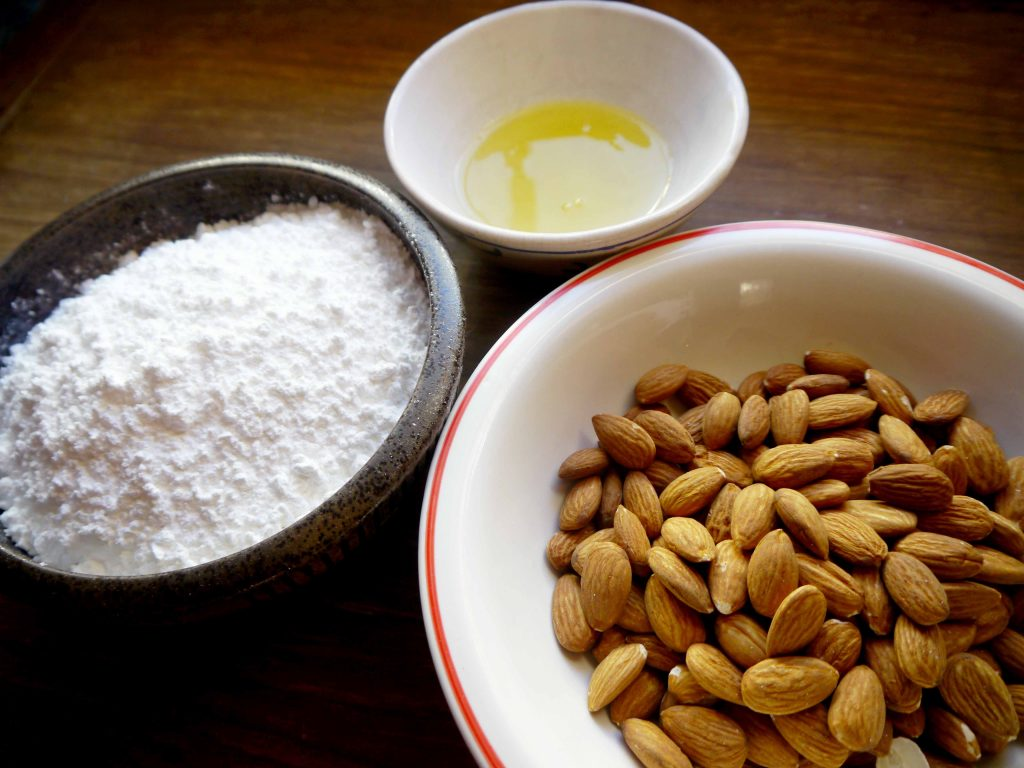 Almonds, sugar, egg whites
